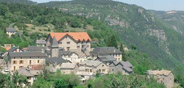 Vue du Centre international de séjours Pierre Monestier dans les Gorges du Tarn